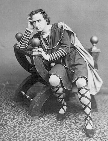 Edwin Booth as Hamlet. By J. Gurney & Son, N.Y. (19th century photograph) [Public domain or Public domain], via Wikimedia Commons